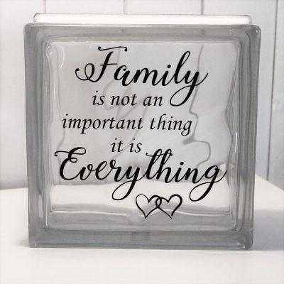 Glasblock Family is Everything, glascement, glaskub, home, hem, familj, citat, gåva, present, barn, inredning, interior, interiör, heminredning, barnrum, ruff & stuff, ruff o stuff, ruffostuff