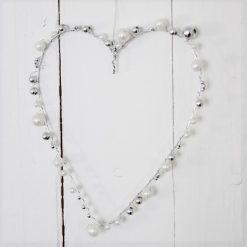 Ståltrådshjärta klädd med pärlor, ståltråd, hjärta, pärla, pärlemo, silver, silvertråd, inredning, heminredning, interiör, interior, present, gåva, prydnad, pyssel, diy, ruff & stuff, ruff o stuff, ruffostuff, fraktfritt, fri frakt