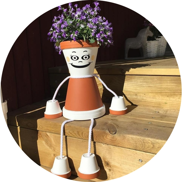blomfia, vinyl, dekal, alias, skyltvinyl, bildekal, klistermärke, facebook, instagram, twitter, snapchat, blomfia i vinyl, blomkruka, blomma, blommor, krukor, blomkrukor, dekoration, inredning, trädgård, utemiljö, miljö, utomhus, ruff & stuff, ruff o stuff, ruffostuff